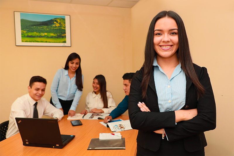 Oferta Academica UNICAES - Ciencias Empresariales