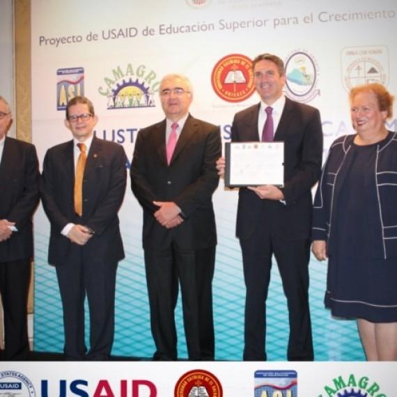 LA UNIVERSIDAD CATÓLICA DE EL SALVADOR (UNICAES) DIRIGIRÁ EL CLÚSTER DE AGRO-ALIMENTOS