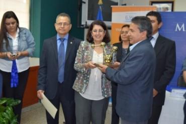 """UNICAES RECIBE PREMIO NACIONAL """"EXPONENCIAL Y TECNOLOGÍA"""" A TRAVÉS DEL CONACYT"""