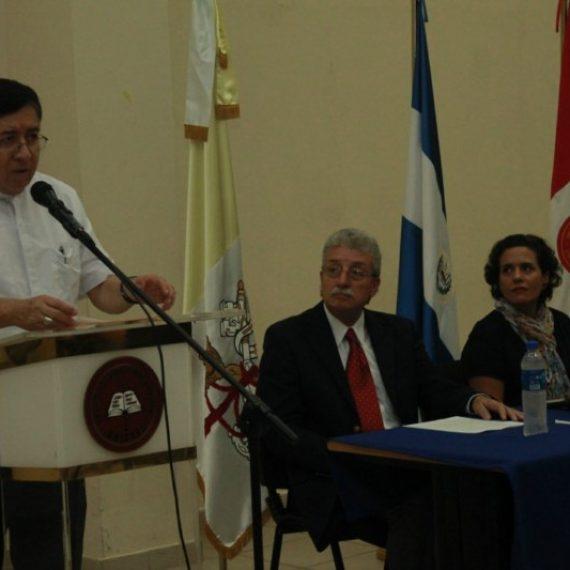 UNICAES FIRMA CONVENIO CON EMPRESA DE URBANISMO Y ARQUITECTURA