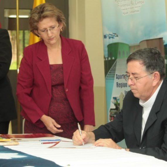 Firma del convenio para el proyecto  Articulación Comercial del sector artesanal en el Trifinio Centroamericano