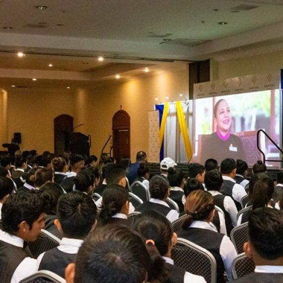 ESTUDIANTES DEL TÉCNICO EN TURISMO SE CAPACITAN EN SERVICIOS DE HOSTELERÍA