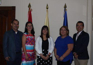UNICAES ENTREGA FONDO ECONÓMICO PARA APOYAR A ESTUDIANTES DE INTERCAMBIO EN ESTADOS UNIDOS