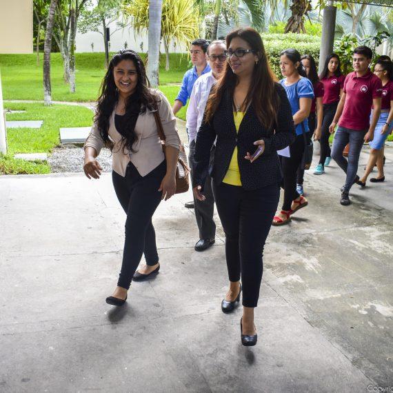 ESTUDIANTES DE UNICAES ILOBASCO RECIBEN BECAS DE ESTUDIO PARA CARRERAS TÉCNICAS