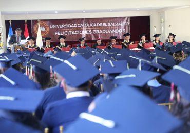 """""""COMPARTIR CON ALEGRÍA"""": PALABRAS DEL RECTOR A LA LXIII PROMOCIÓN DE GRADUADOS UNICAES"""