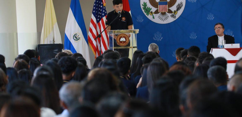 UNICAES Y EMBAJADA DE LOS ESTADOS UNIDOS GRADÚAN A JÓVENES Y MUJERES EMPRENDEDORAS
