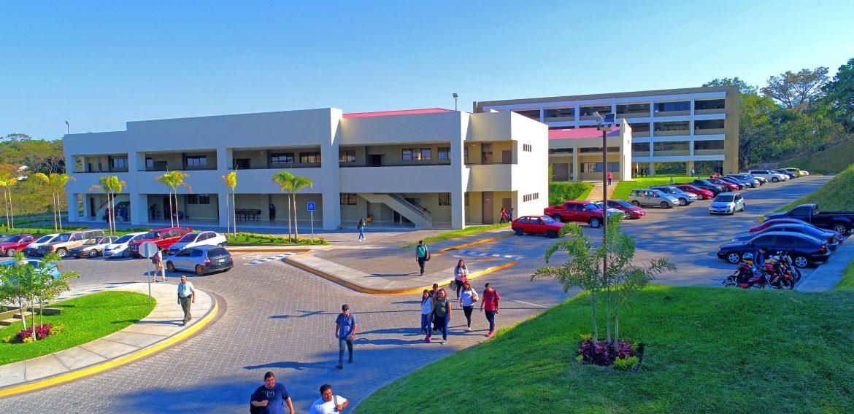 Acreditación UNICAES, un compromiso con la educación en El Salvador