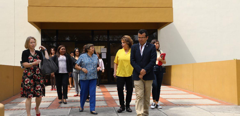 Visita a UNICAES de la Sra. Alina Johnson, esposa del embajador de los EEUU en ESA